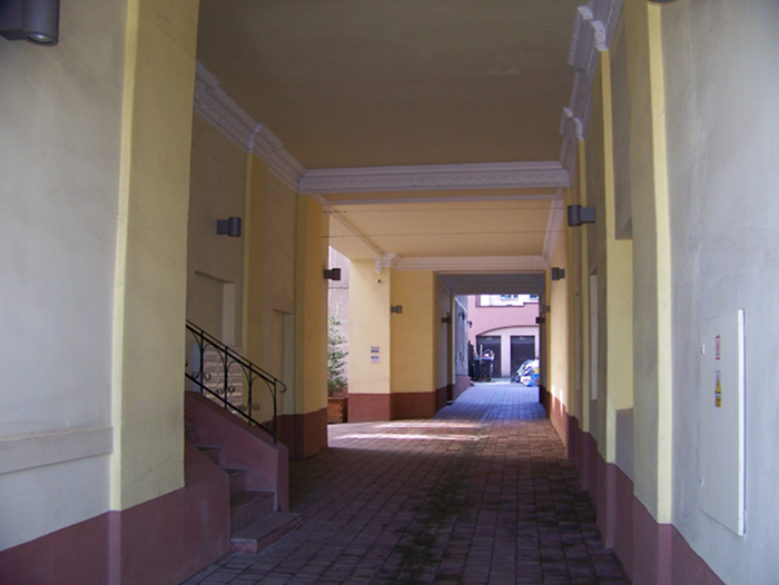 the entrance to 85 Jerozolimskie Ave offices